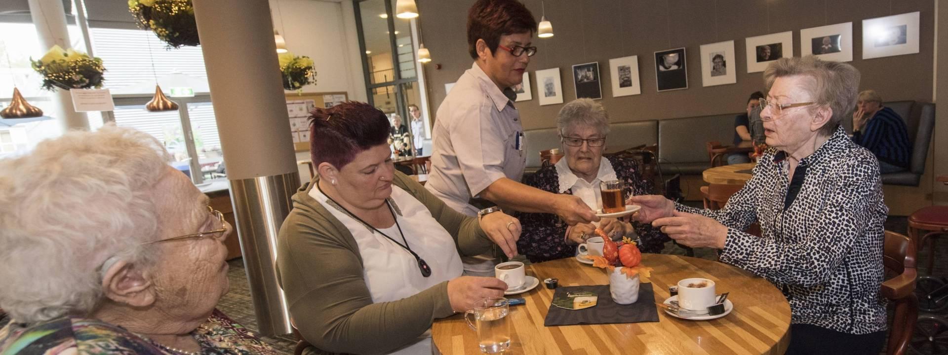 Samen - koffie - Franciscus - medewerker-client