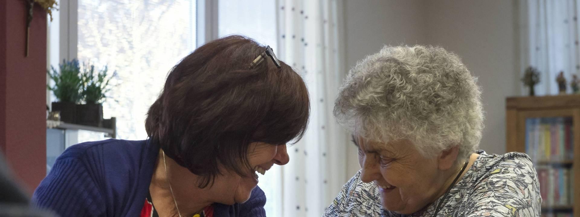 Bunderhof - met aandacht in gesprek vrolijk
